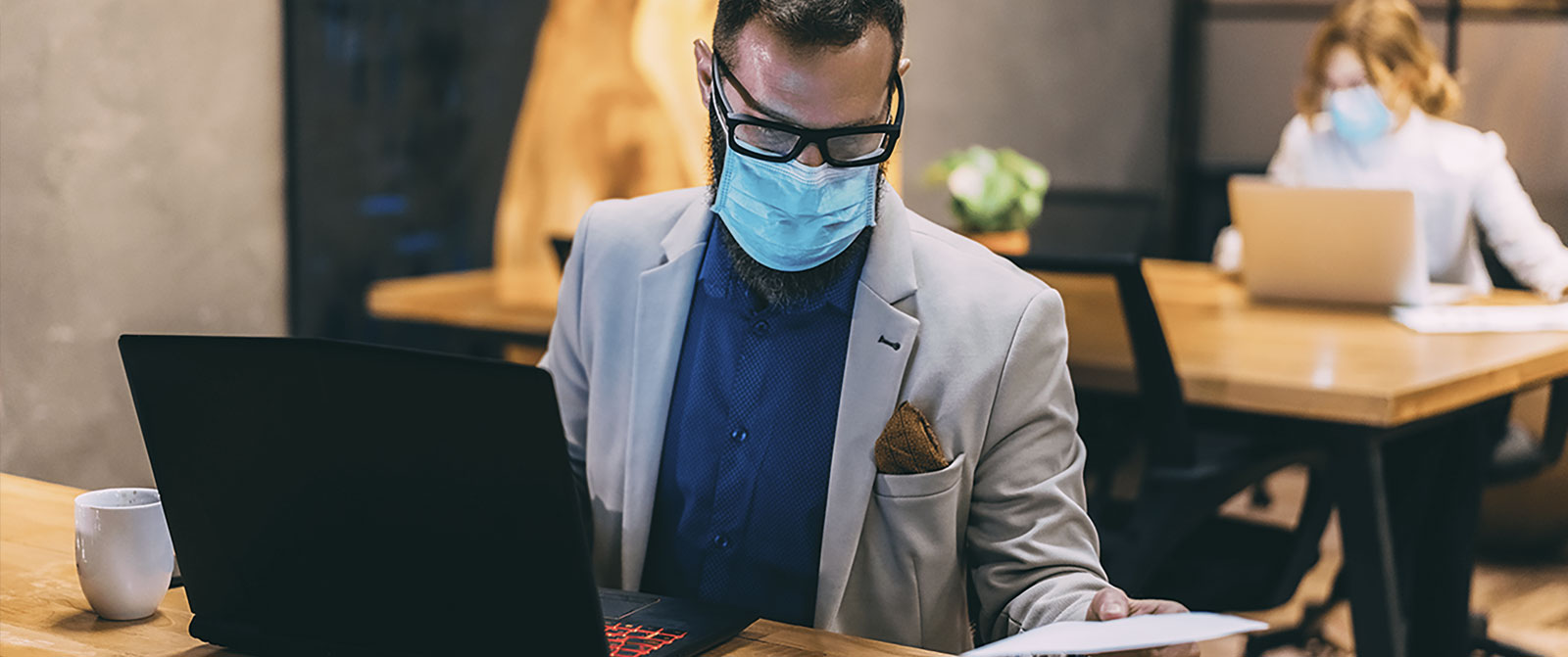 reincorporarse-al-trabajo-covid-19-humana-medicina-prepagada-oficina